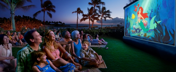 aulani-guests-watch-a-disney-movie-outside