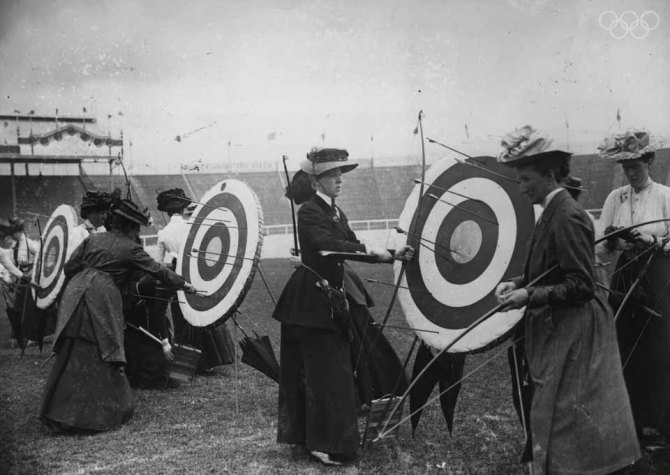 Women competitors in the National Round (60 yards - 50 yards) Archery event of the 1908 London Olympics which was won by Sybil 'Queenie' Newall of Great Britain. (Photo by Topical Press Agency/Getty Images)